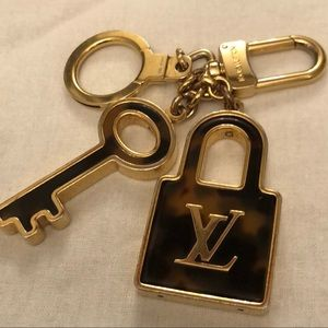 Louis Vuitton Tortoise shell keychain Authentic